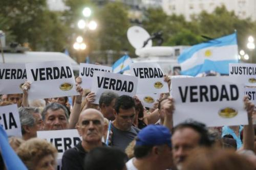 """Protesters hold up signs that read """"Truth"""" during a silent march to honour late state investigator Alberto Nisman in Buenos Aires"""