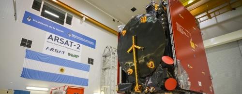 Satélite-ARSAT-2-en-cuarto-limpio-Sede-Central-INVAP-1-CRÉDITOS_INVAP-—-kopia