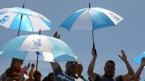 86646521_umbrellas