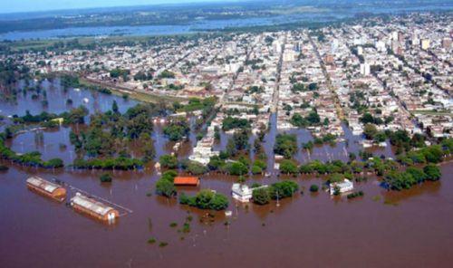 marcos-pec3b1a-y-rogelio-frigerio-en-zonas-inundadas
